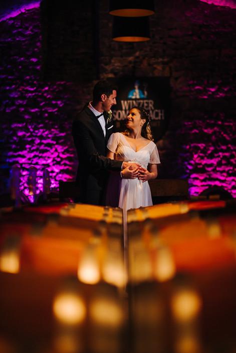 Kreative Hochzeitsbilder im Weinkeller Sommerach