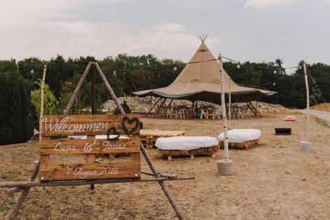 Wundervolle Hochzeit in einem Tipi in der Nähe von Würzburg