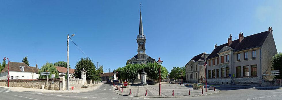 Place_de_l'Église_de_Longchamp_(Côte-d'O