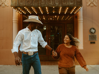Romantic couples session in Downtown San Antonio, Texas | Grace J Photo