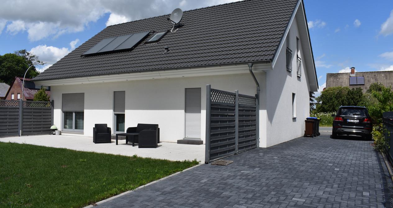neuwertiges-kfw-70-ein-zweifamilienhaus-mit-freiem-blick-ins-grnejpg