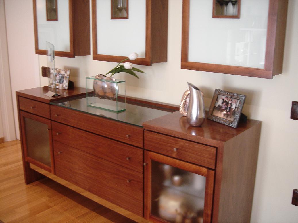 Bufet de madera de cerezo