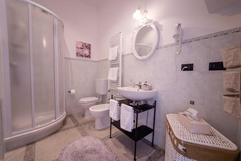 The Queen - bagno principale con doccia