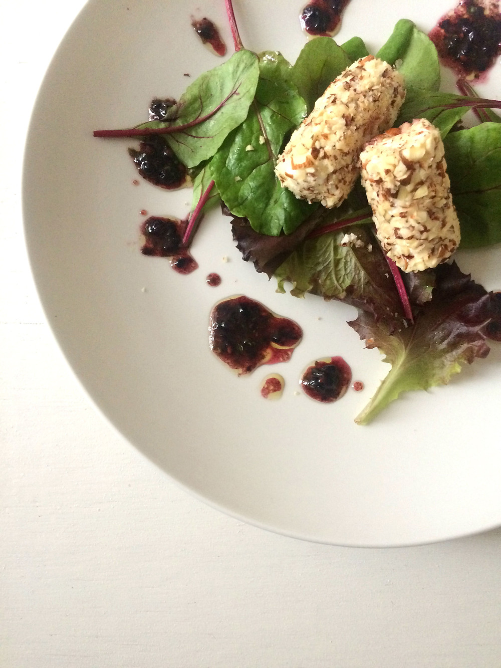 Nut crusted goats cheese salad with blackberry and basil vinaigrette