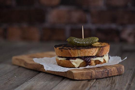 sourdough-cheese-toastie-red-onion-chutn