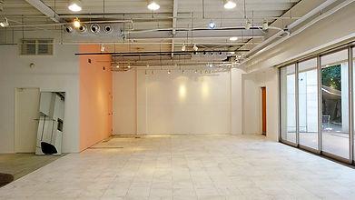 白を基調としたスタジオ内は、展示会・セール会場・ギャラリー・スチール撮影・各種イベントなどあらゆる用途で使用可能です☆