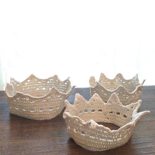 ナチュラルな手編みの王冠(L)