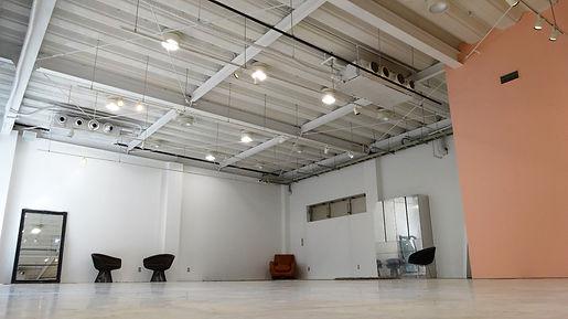 フルフラットの床と高い天井のスタジオ内は広々としていて使いやすく、展示会やセール会場としてもご利用頂けます☆