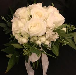 Bouquet Rosas Inglesas brancas com Angélicas e sementes