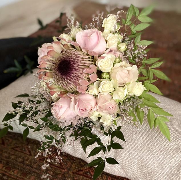 Bouquet Protéia, Rosas e folhas de Nandina