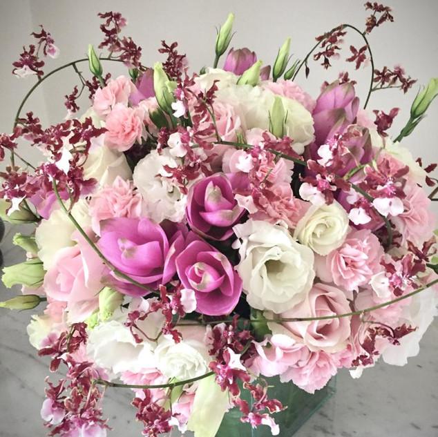 Bouquet Sherry Baby com Rosas, Lisiantos e Curcumas