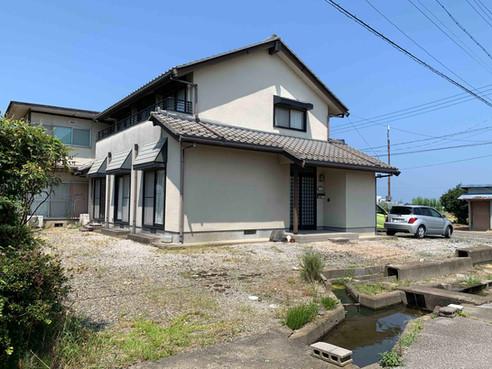 彦根市南端の田園のまち田附町にある昭和末期と平成築の住宅