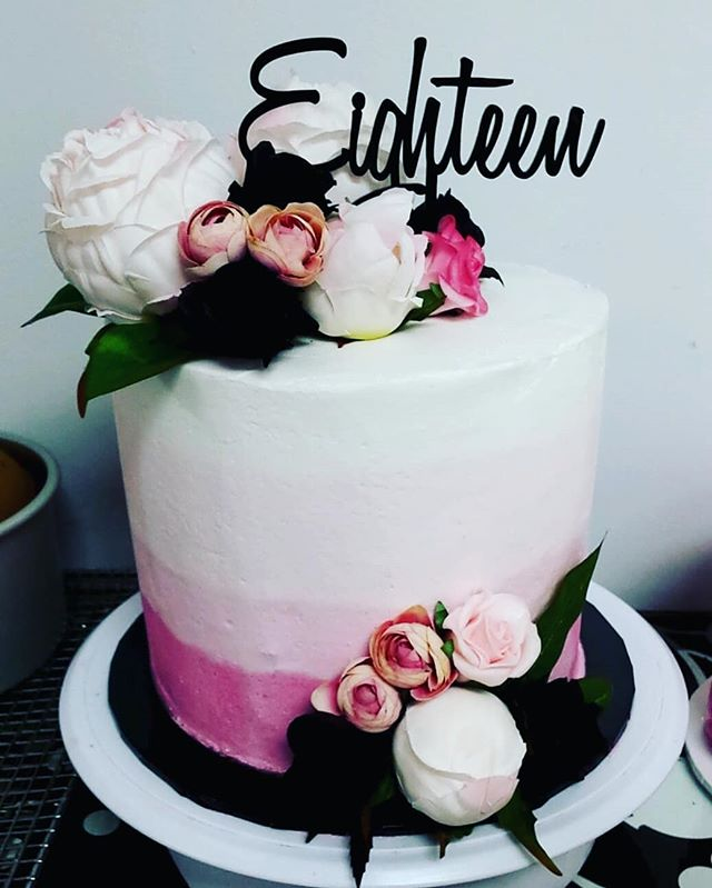 #cake #birthday #birthdaycake #cakedecor