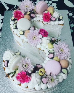 Love these style cakes sooo pretty