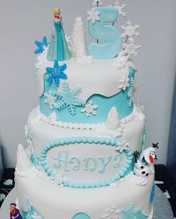 #birthday #birthdaycake #frozen #cakesho