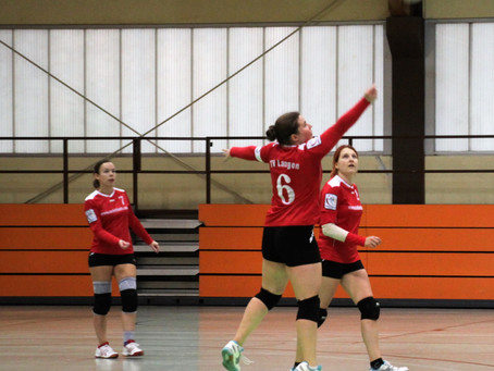Langener Faustball-Frauen starten mit zwei Niederlagen ins neue Jahr