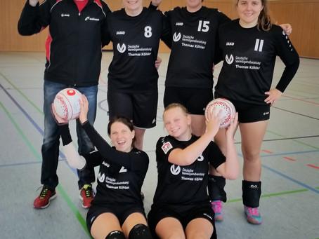 Zweite Faustballfrauenmannschaft mit erster Niederlage