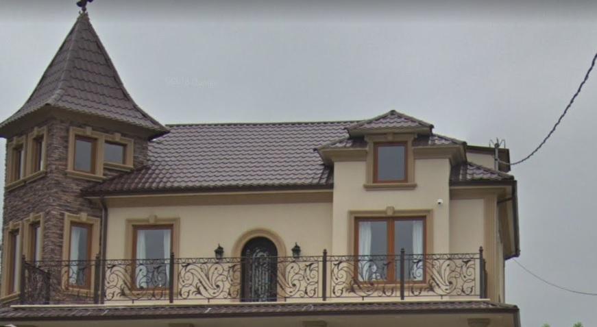 windows in golden oak