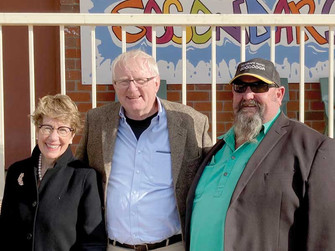 Governor takes in Brewarrina's community spirit