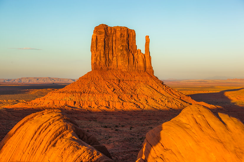 Monument Valley Sunset with Left Mitten