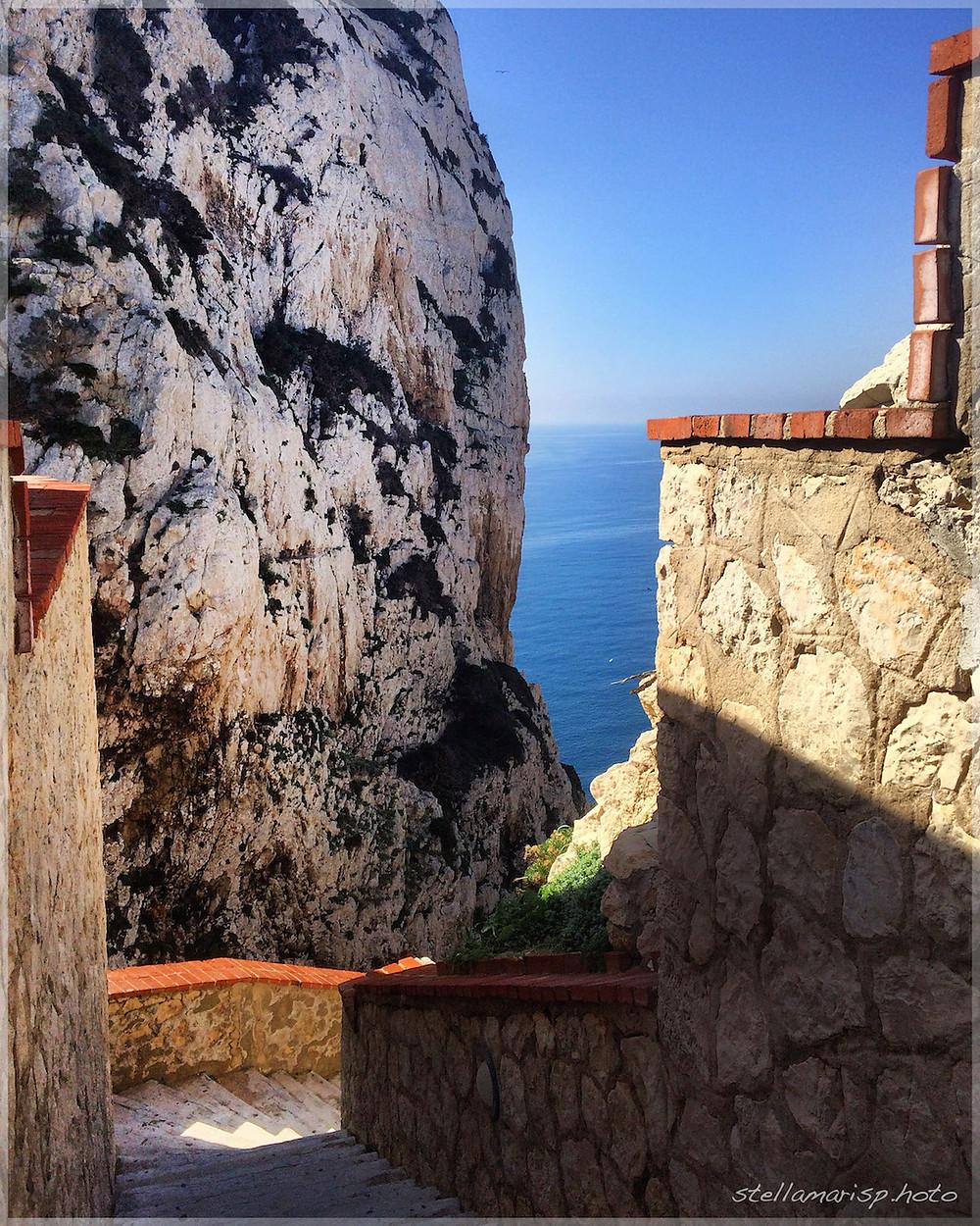 scalinata rocce mare