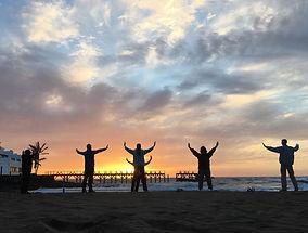 Menschen im Sonneuntergang