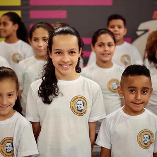 Crianças do Heliópolis se apresentam no Gideão Day