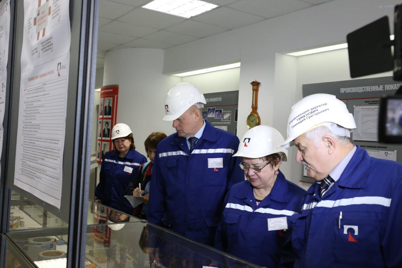 Н.С. Максимова на заводе САЯНАЛ