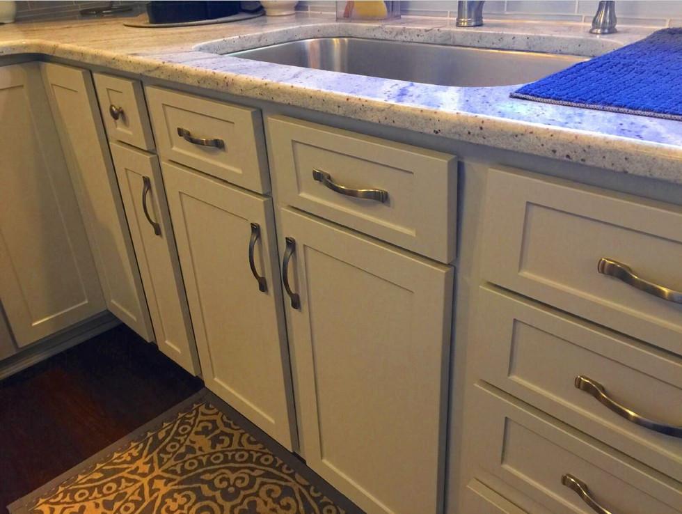 White Flat Panel Shaker Kitchen