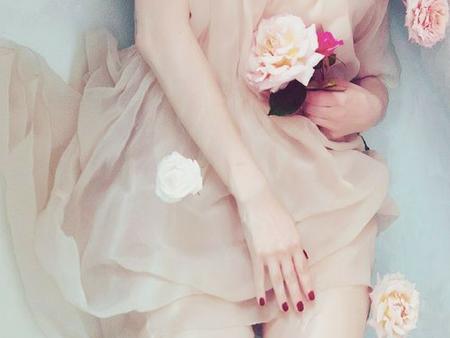 Vai var mīlēt sevi, noliedzot to, kas zem kleitas?