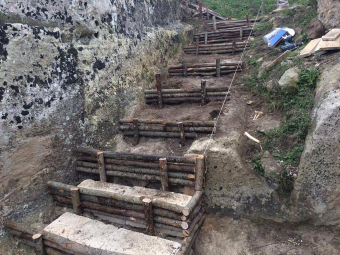 """Realizzazione opere di ingegneria naturalistica in zona archeologica """"Padre Eterno"""" in Gravina in Puglia"""
