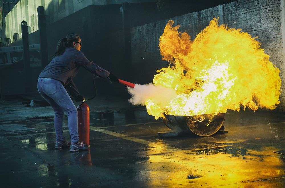 Taking out a fire with a fire extinguisher