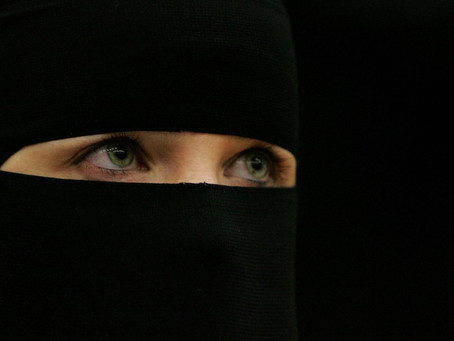 NETHERLANDS BANS THE BURKA IN SCHOOLS, HOSPITALS & GOVERNMENT BUILDINGS, BUT NOT IN PUBLIC STREETS
