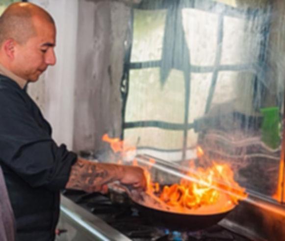 El chef en okeaan en plena acción