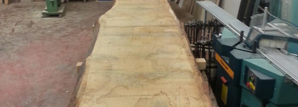 Work in progress tavola realizzata in falegnameria