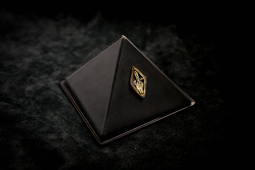 中指皮革金字塔  NiHao Leather Pyramid Container