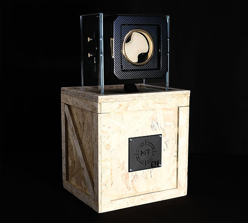 Photo of packaging Watch Winder in a strong wood box. For all the types of Delivery. Foto del packaging porta orologi in una robusta scatola di legno. Per tutti i tipi di trasporto.