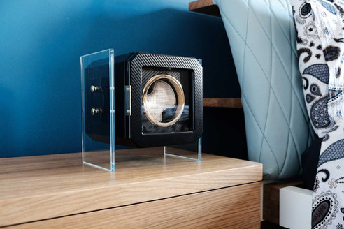 MT BOX watch winder, lateral view. Photo in bedroom.