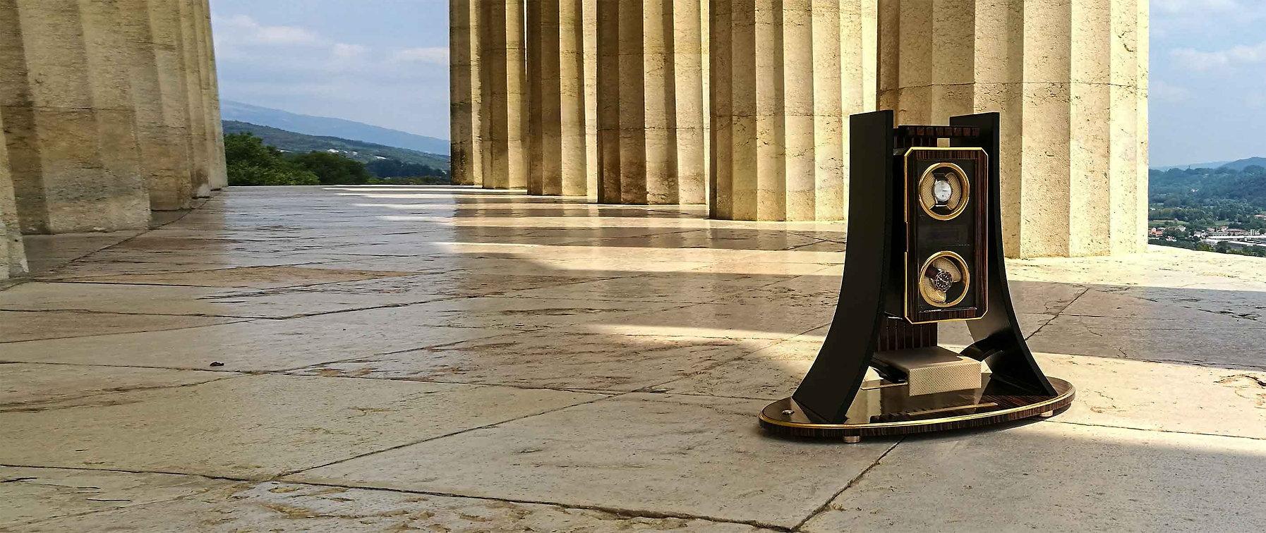 MT Eiffel Watch Winder, photo in Possagno, Italy. Watch Winder for Sale, watch winder Automatic, Watch Winder Luxury.  MT Eiffel Porta Orologio. Foto a Possagno, Italia.  Negozio porta orologio, porta orologio automatico, porta orologio lusso.