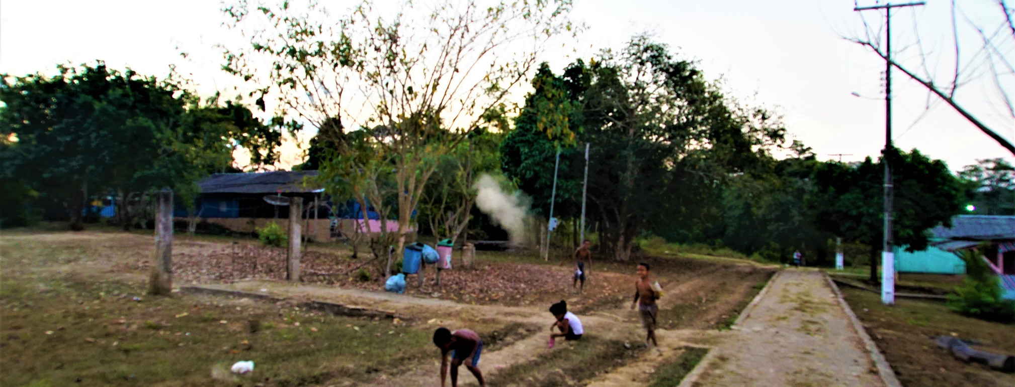 Gabrie, dudu e Maria fazendo poeira, fazendo brinadeira; 2015