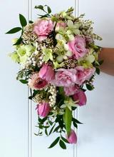 Teardrop bride bouquet