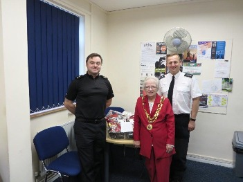 Dereham Mayor with Inspector Papworth_ed