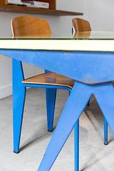 Table et chaises Jean Prouvé