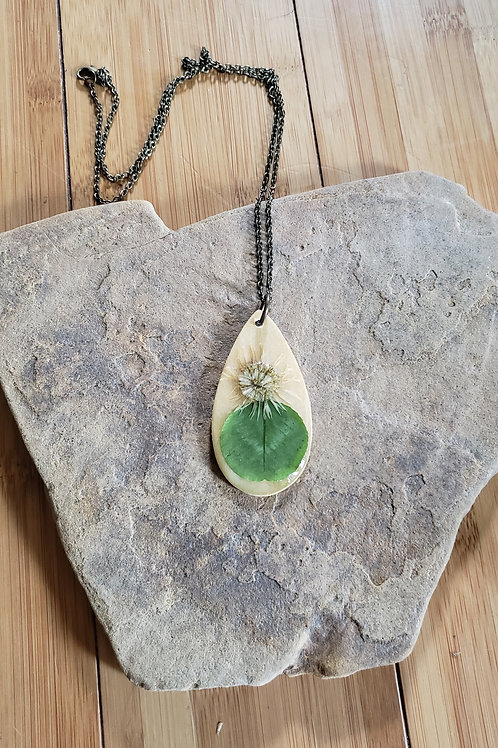Real Clover & Flower Necklace in Epoxy Resin