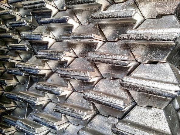 Aluminum ingots. Transportation of alumi