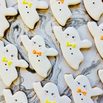 Boo!  Cute Halloween ghost iced biscuits