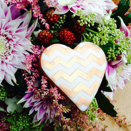 Rose gold zigzag iced biscuit