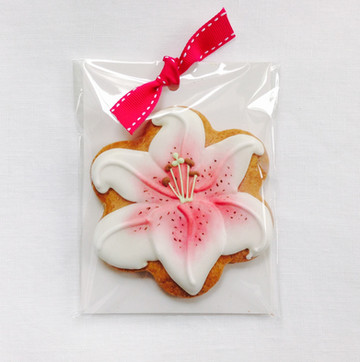 Stargazer lily biscuit favour
