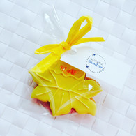 Spring daffodil iced biscuit
