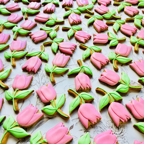 Pretty pink tulip biscuit favours for Mother's Day